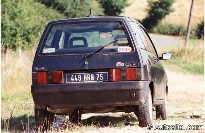 Lancia-Y10-3.jpg