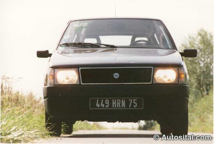 Lancia-Y10-7.jpg