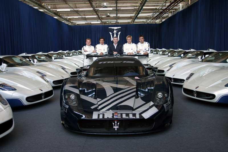 Les pilotes et Martin Leach, directeur de Maserati