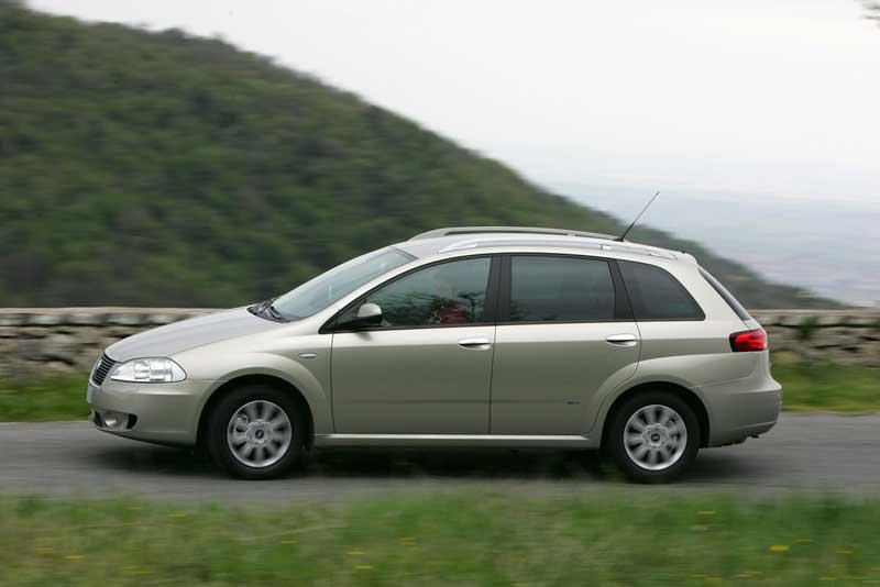 Fiat-Nuova-Croma-_2005_-48.jpg