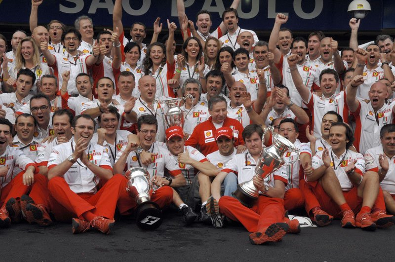 Ferrari-team-3.jpg