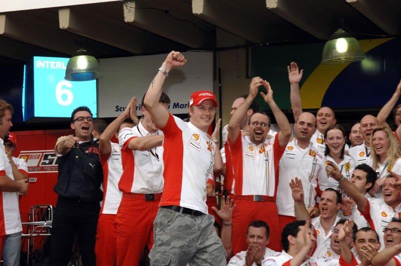 Kimi-Raikkonen-and-the-team.jpg