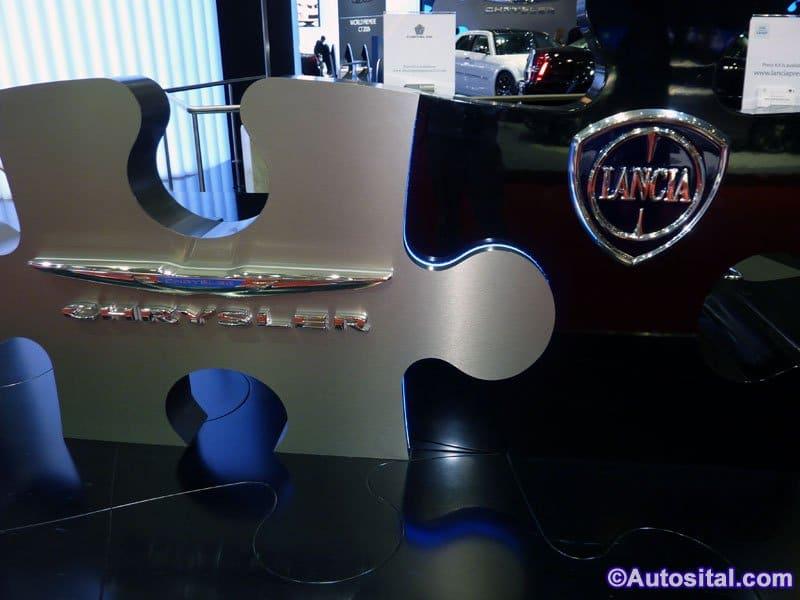 Un stand symbole de la fusion Lancia/Chrysler