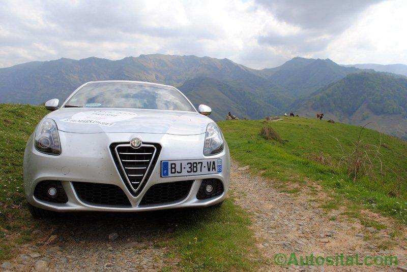 Sur les routes du Tour Auto Optic 2000 dans les Pyrénées.