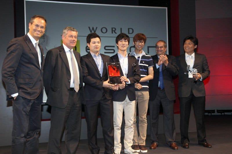 La remise du prix aux vainqueurs : Kim Cheong Ju (Corée du Sud), Ahn Dre (République de Corée), Lee Sahngseok (République de Corée) – University of Hongik (Séoul)
