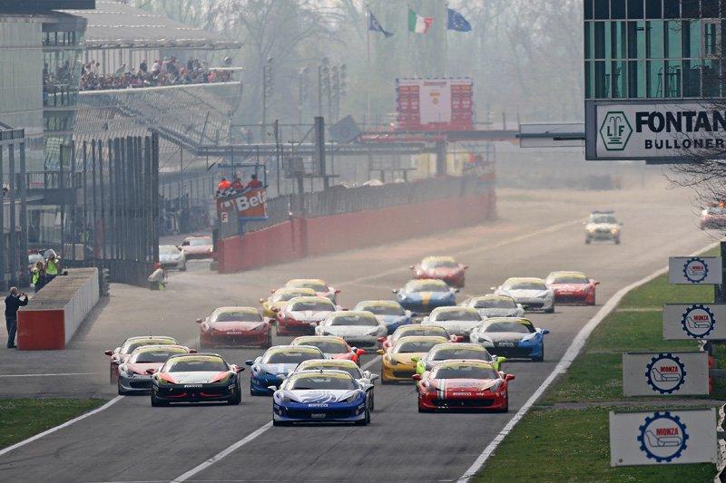 Départ première étape du Ferrari Challenge Europe 2012
