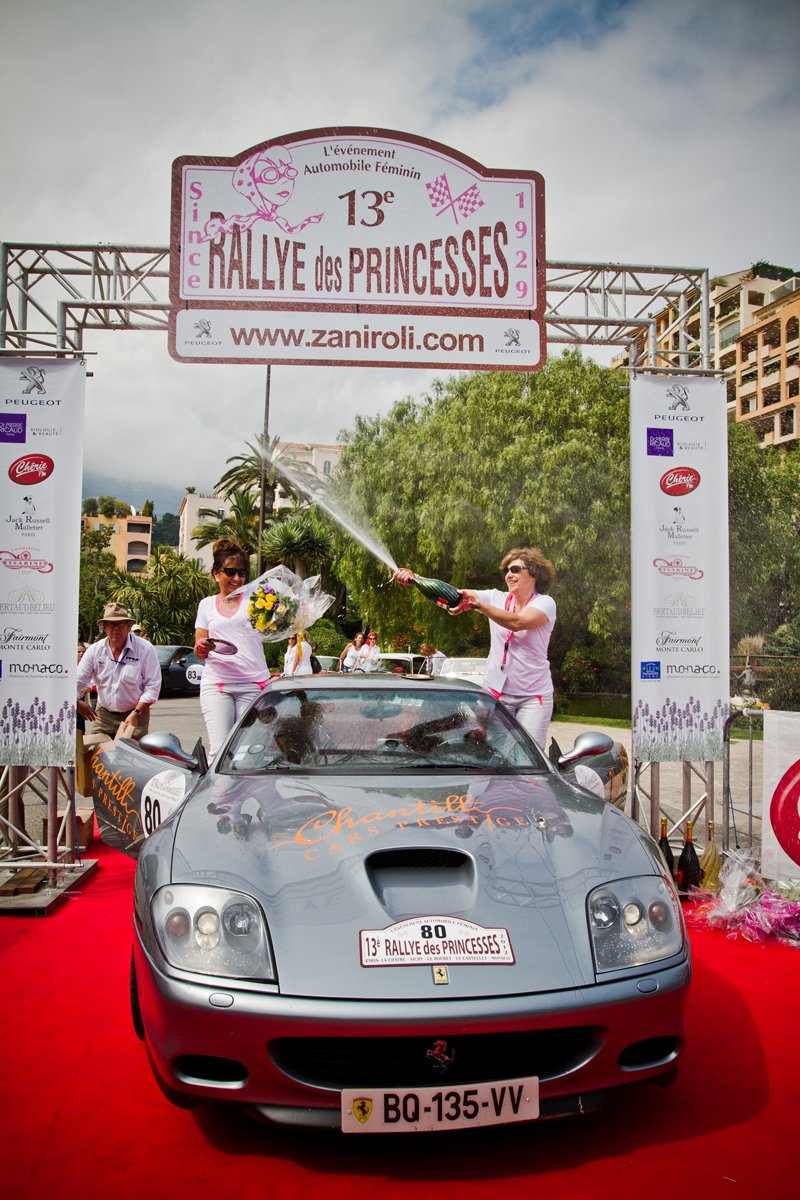 Christine Halliot et Isabelle Pesquie-Geday remportent la catégorie Prestige du rallye des Princesses 2012 au volant de leur Ferrari Maranello 575