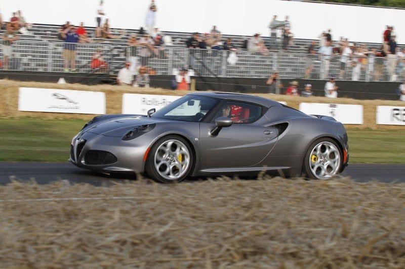 Alfa Romeo 4C en piste à Goodwood 2013