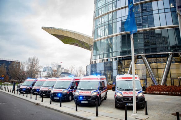16 ambulances Fiat Ducato à Varsovie